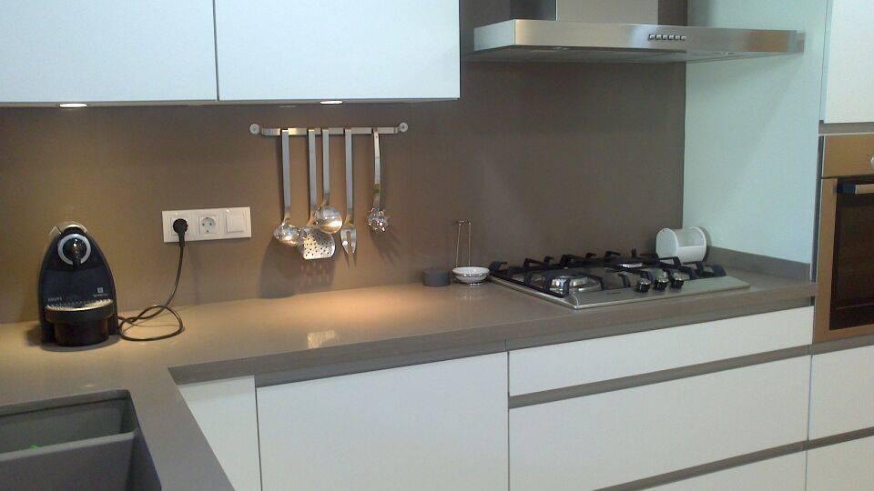 Muebles de cocina qu material debo elegir for Muebles de cocina de exposicion