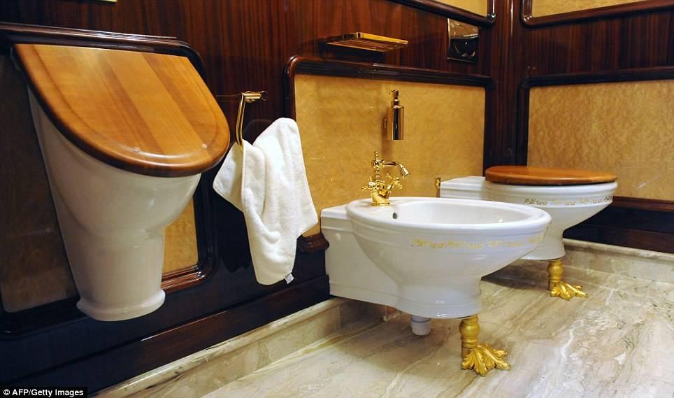 Decoracion De Baños Feos:Yanukovych S Golden Toilet
