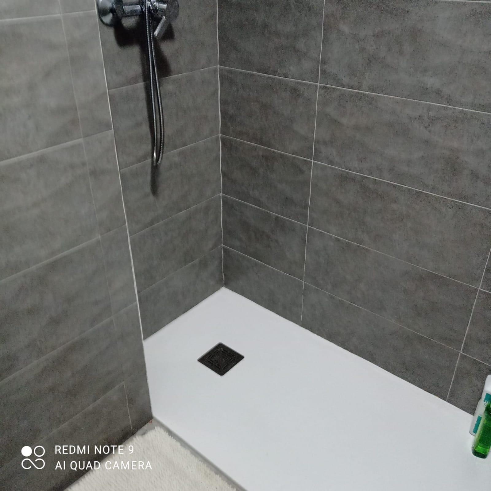 Decidir cambiar bañera por ducha