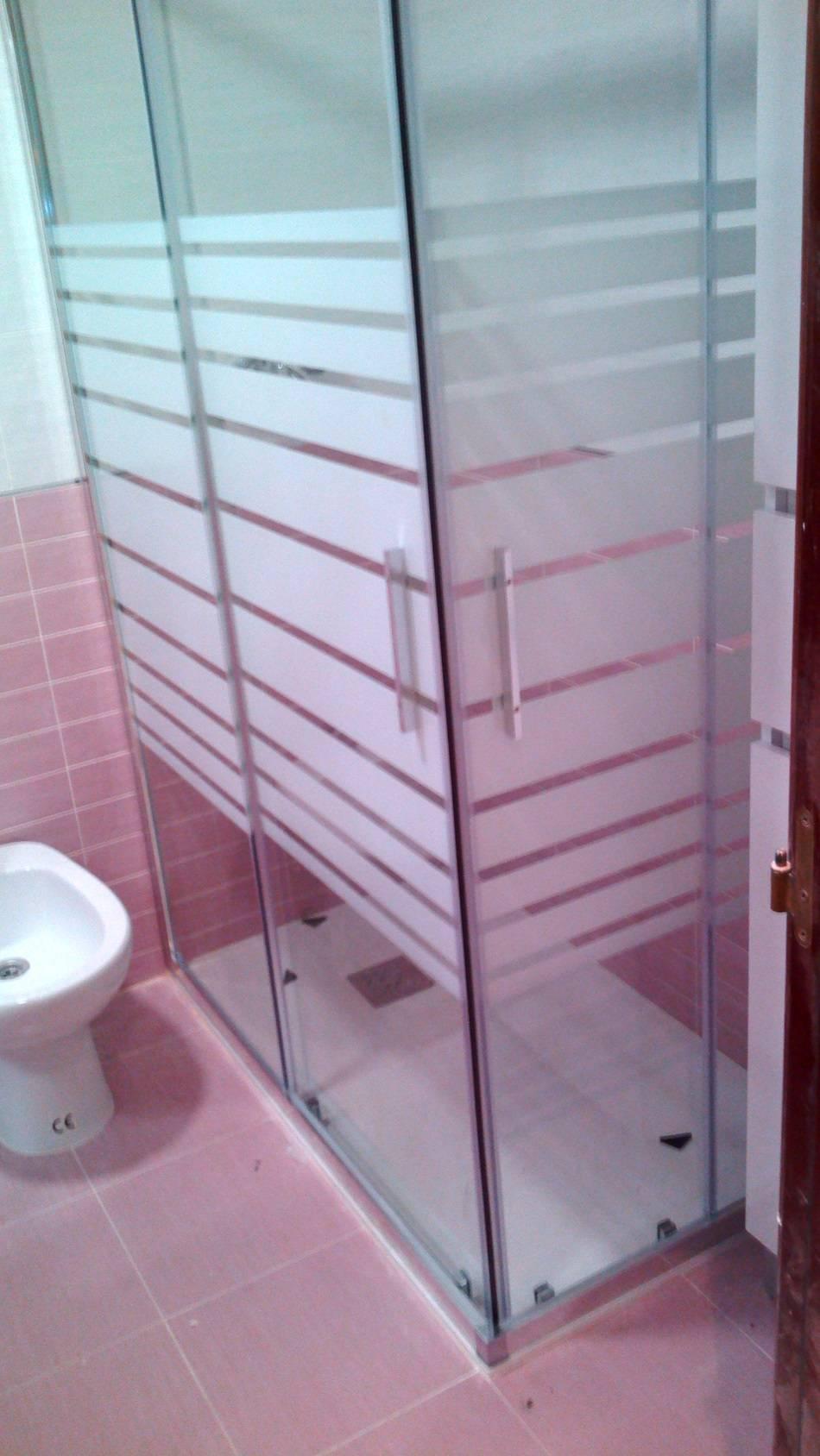Baño Sencillo De Chocolate:El conjunto de mueble de baño suspendido, con un colgar a juego para